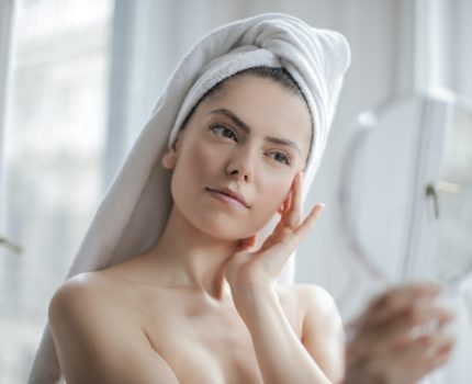 Jak pielęgnować trudne okolice twarzy ??